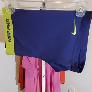 NIKEPRO DRI FIT ATHLETIC TRAINERS